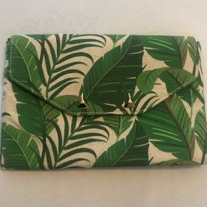NWOT STELLA & DOT PALM CLUTCH